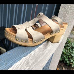 Ugg Women's Sandals Wedge Sz 7 US